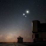 800px-Celestial_Conjunction_at_Paranal