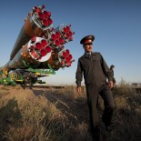 800px-Soyuz_rocket_rolled_out_to_the_launch_pad