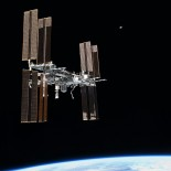 800px-STS-135_final_flyaround_of_ISS_1